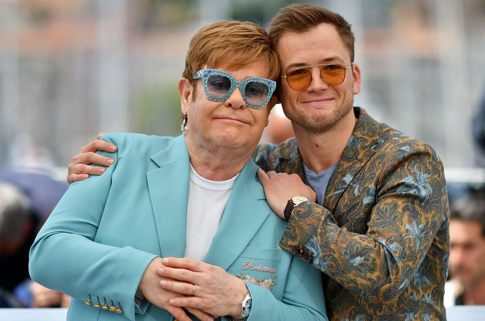 صافي ثروة Elton John يحتفل Elton و Taron Egerton بإصدار الفيلم