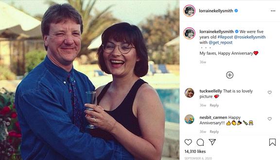 لورين تعيد مشاركة منشور ابنتها روزي على الإنستغرام احتفالاً بعيد والدها.