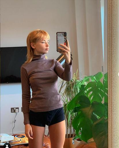 تعرض آخر مشاركة لـ Jess Woodley على Instagram مظهرها الجديد.