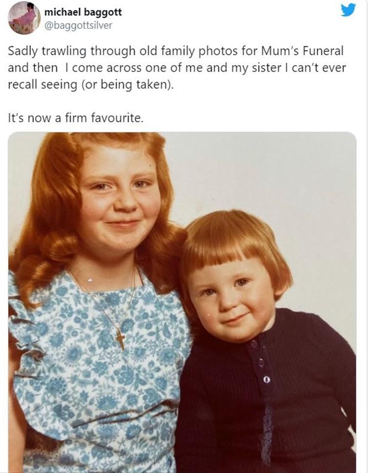 يشارك مايكل أخته في طفولة نادرة.