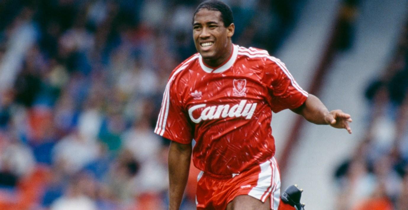 لاعب كرة القدم خلال فترة عمله مع ليفربول.
